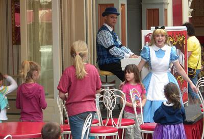 Disneyland Tour: Coca-Cola Corner hyperactive pianist