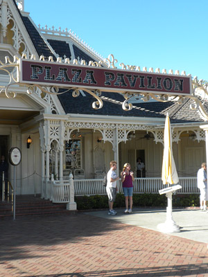 Disneyland Tour: Plaza Pavilion