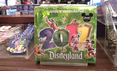 Disneyland Tour: Autograph book