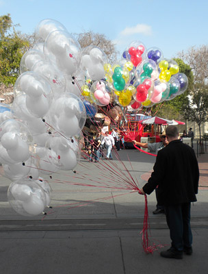 Disneyland Tour: Balloons
